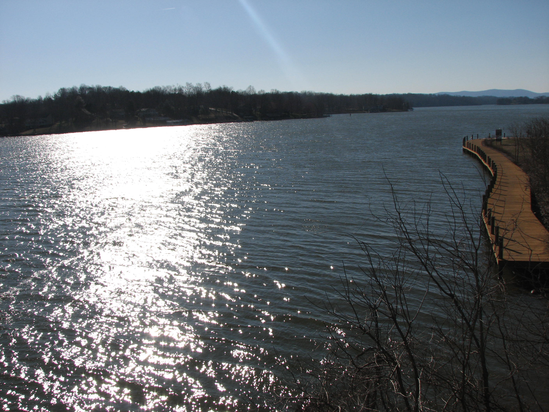 Smith Mt Lake