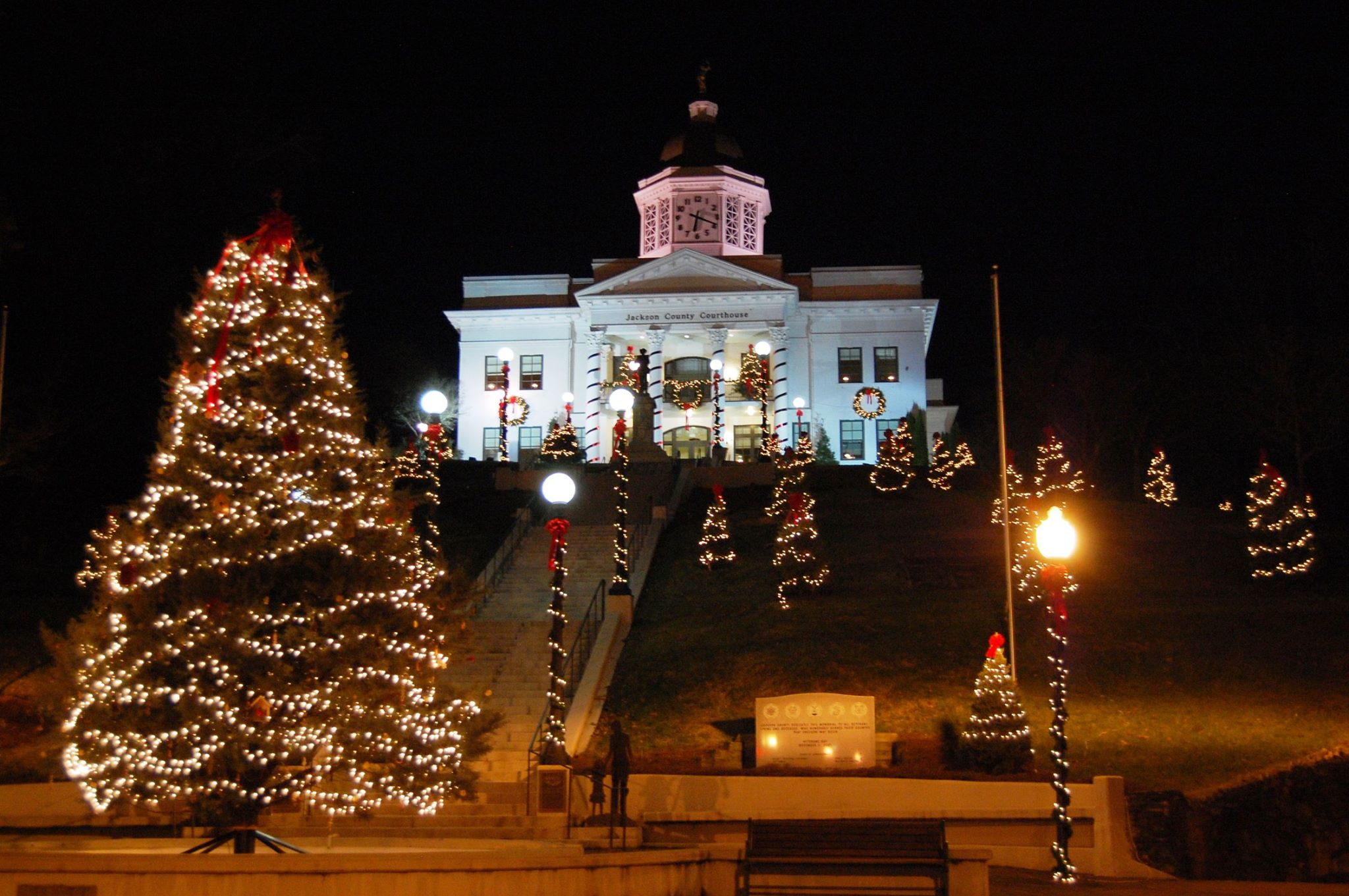 Jackson County NC courthouse during Christmas